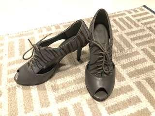 Le Saunda heels