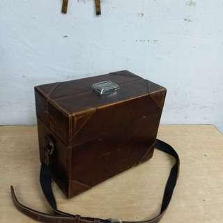 古董相機/攝影器材~皮箱(附帶少量鏡片)