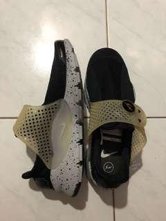 Nike Sepatu Hitam Casual (bukan original)