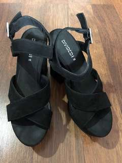 H&M divided shoes pumps