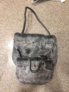 毛毛手挽袋一套$50