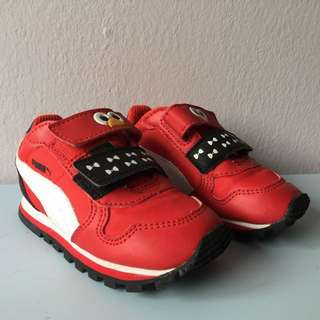 Baby's shoes size 5k