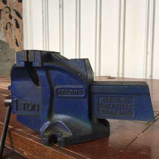 Record Sheffield England Engineer's Bench Vice (1-Ton)