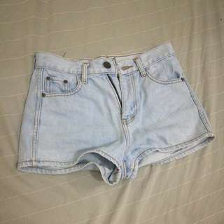 Denim Shorts (light washed)