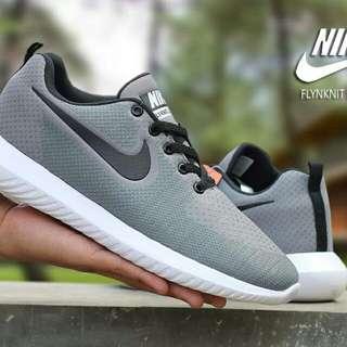 Sepatu sneaker Nike