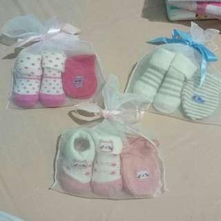 #MauMothercare Kaos Kaki dan sarung tangan set