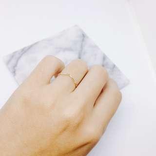 V字雕刻戒指