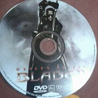 DVD  ENGLISH MOVIE  Blade  A half-mortal, half-immortal is out to avenge his mother's death and rid the world of vampires. The modern-day technologically advanced vampires he is going after are in search of his special