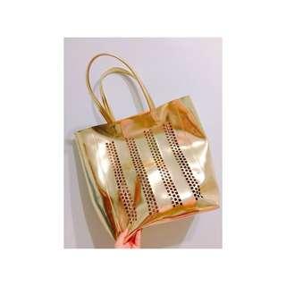 金色簍空大包包