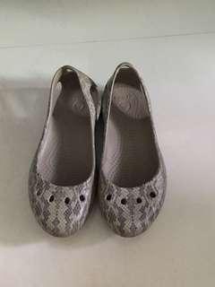 Crocs Snake Skin-like Shoes W5