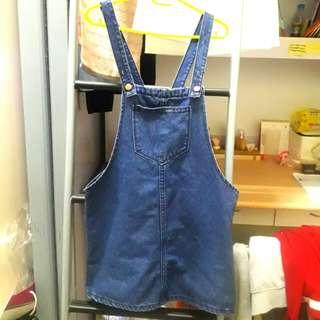 深藍吊帶裙