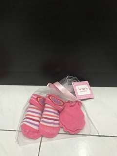 Socks and mittens by carter's exkado