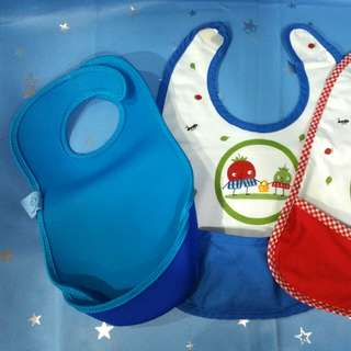 Baby bibs with pockets