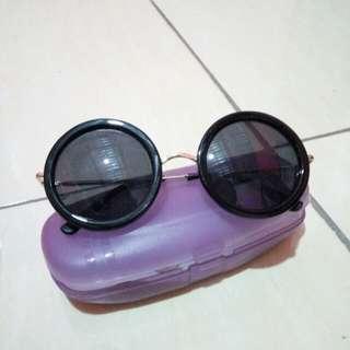 Kacamata hitam #FISIPUNIS