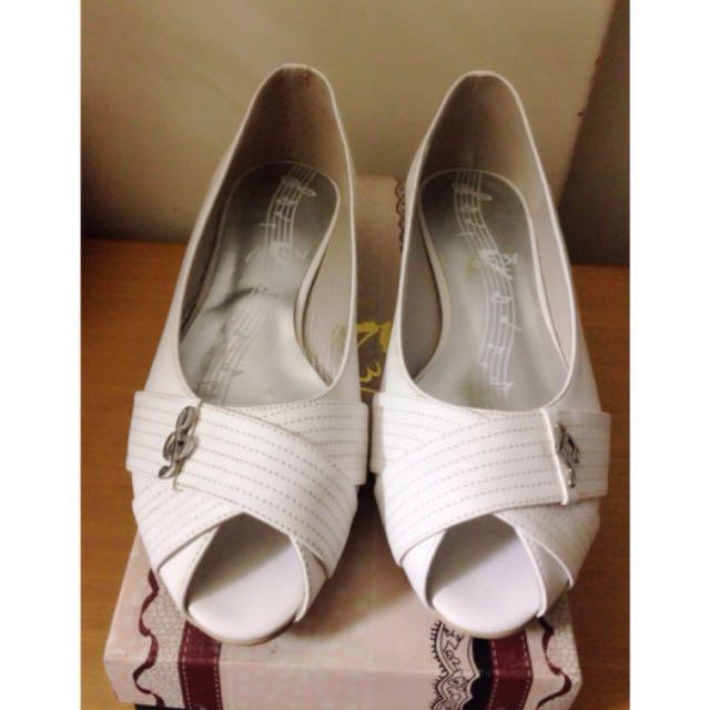 音符白色低跟鞋