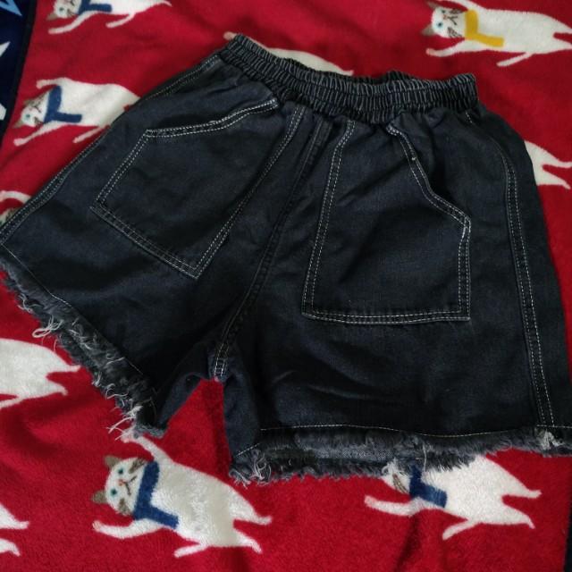 灰黑色牛仔五分褲