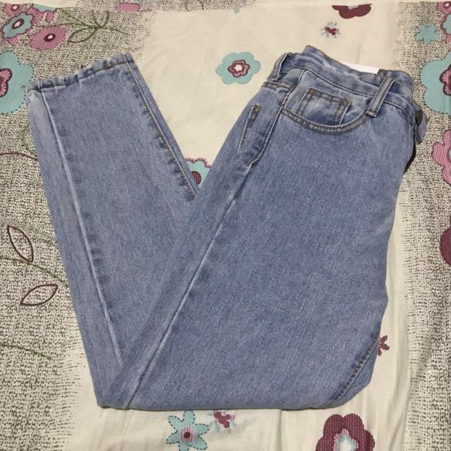 淺藍色 直筒 牛仔褲 九分褲 褲腳刷破設計 26腰