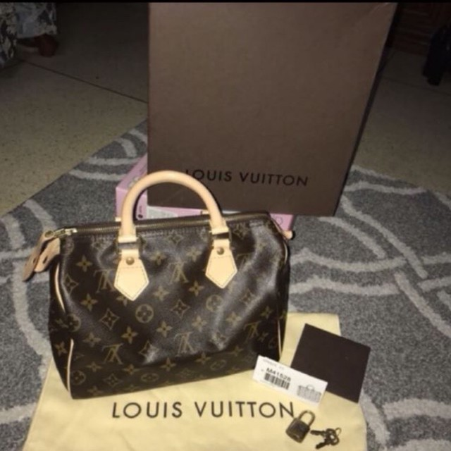Authentic LV mono speedy 25 in excellent condition