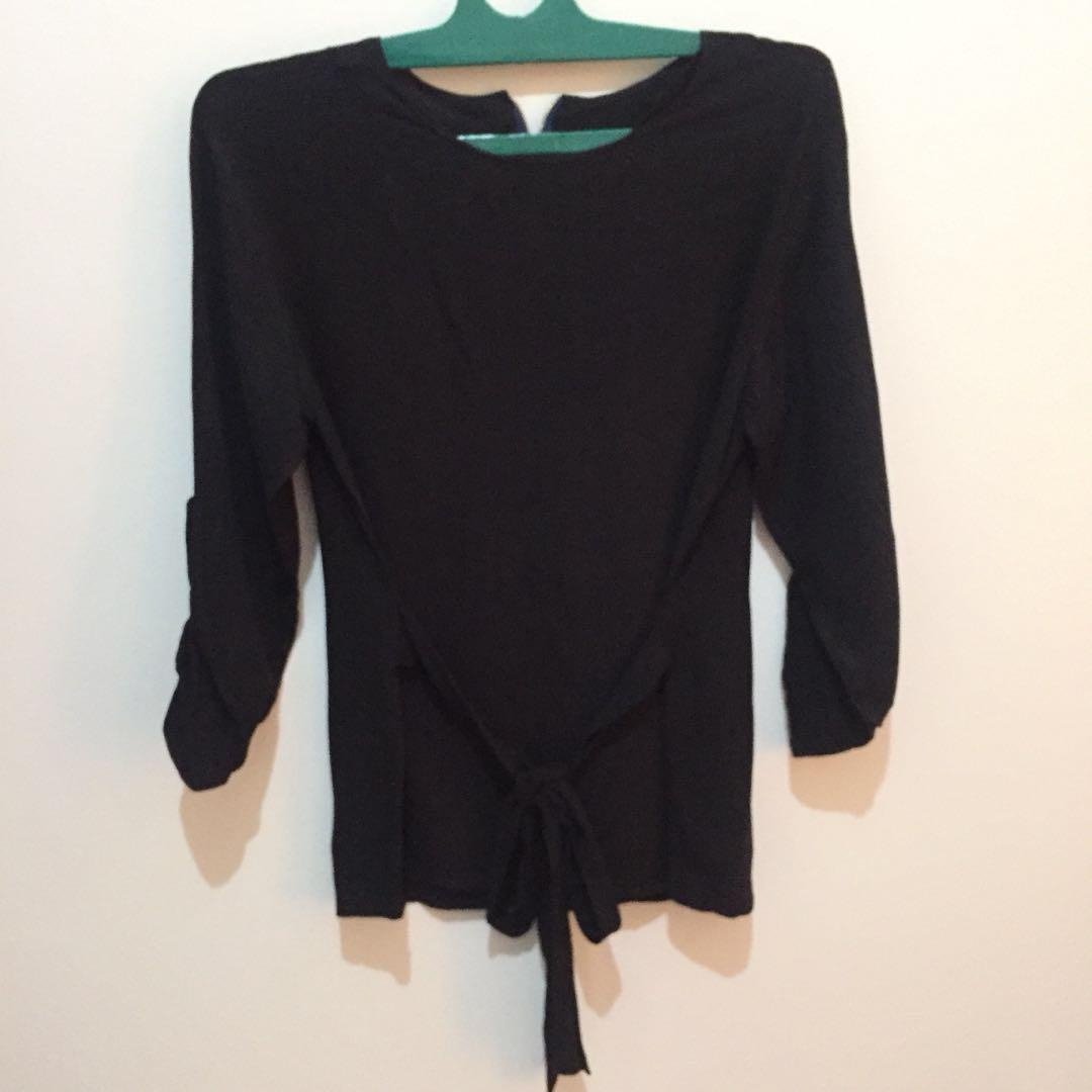 Black blouse pita
