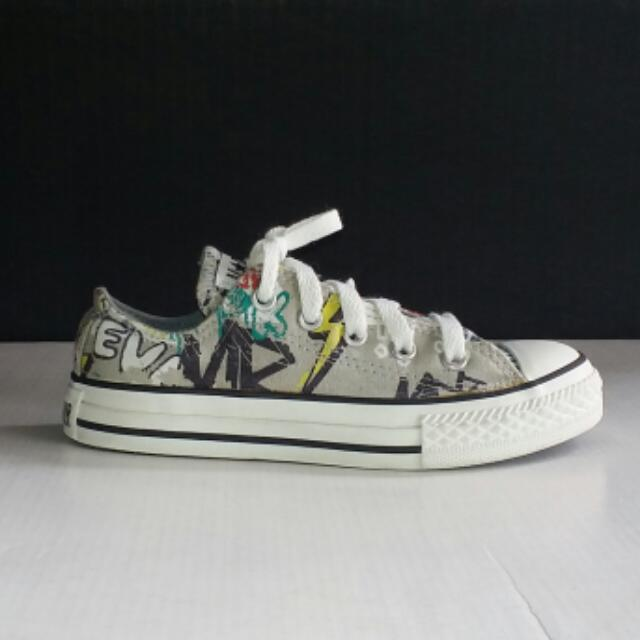 Converse Chuck Taylor All Stars Grafitti Low Cut Unisex Shoes For Kids Size US 12