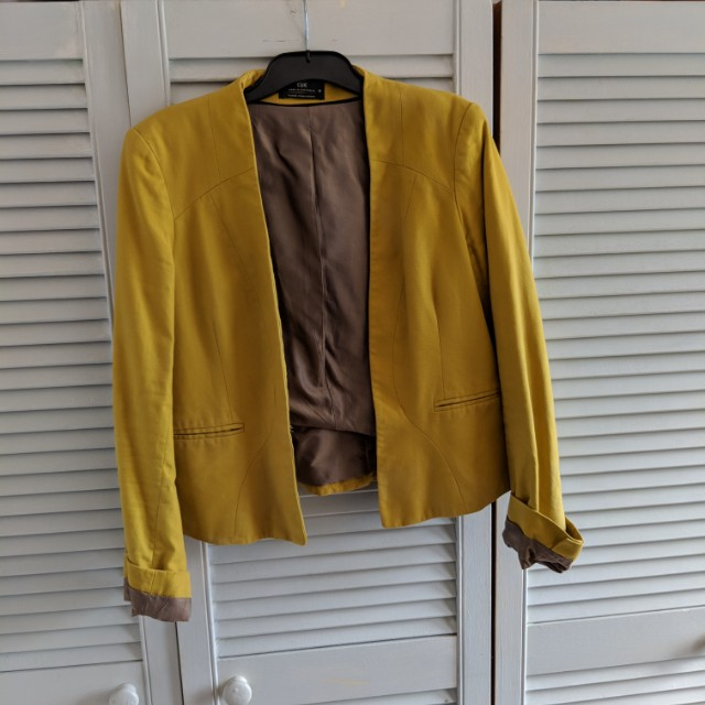Cue jacket in muted lime green