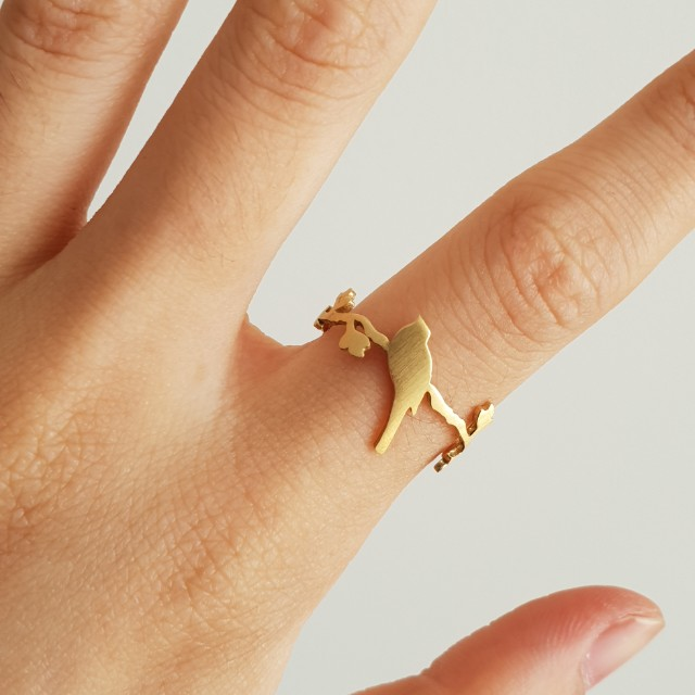 Cute gold bird and leaf ring