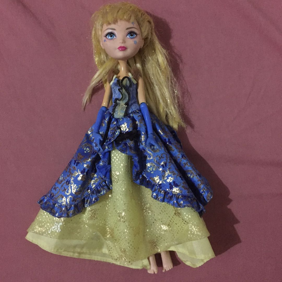 Ever After High - Blondie Locks Thronecoming