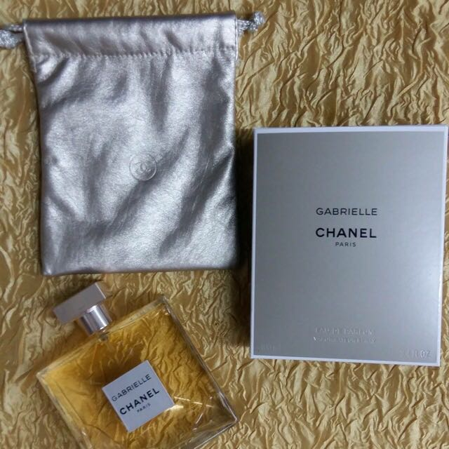 Free postage sm & free chanel pouch