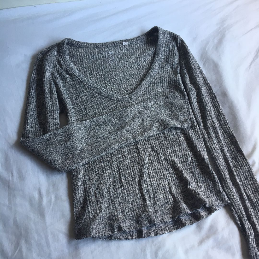 Grey cropped long sleeve Top