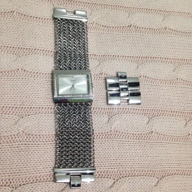 Jam tangan GUESS Authentic with chrystal