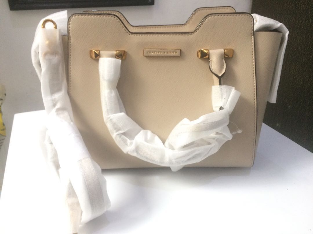 JUAL RUGI tas Charles and Keith ORI Counter