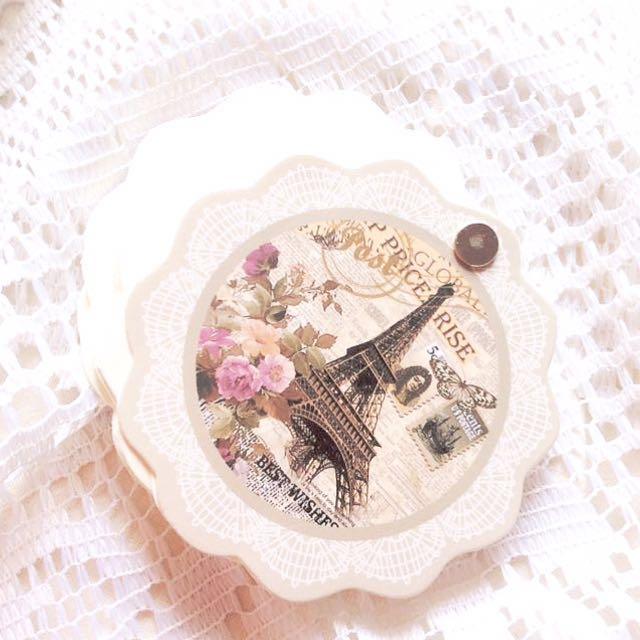 La Tour Eiffel - Vintage Parisian Themed Spin Out Notepad.
