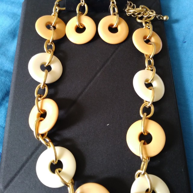 Necklace/earring set (new)
