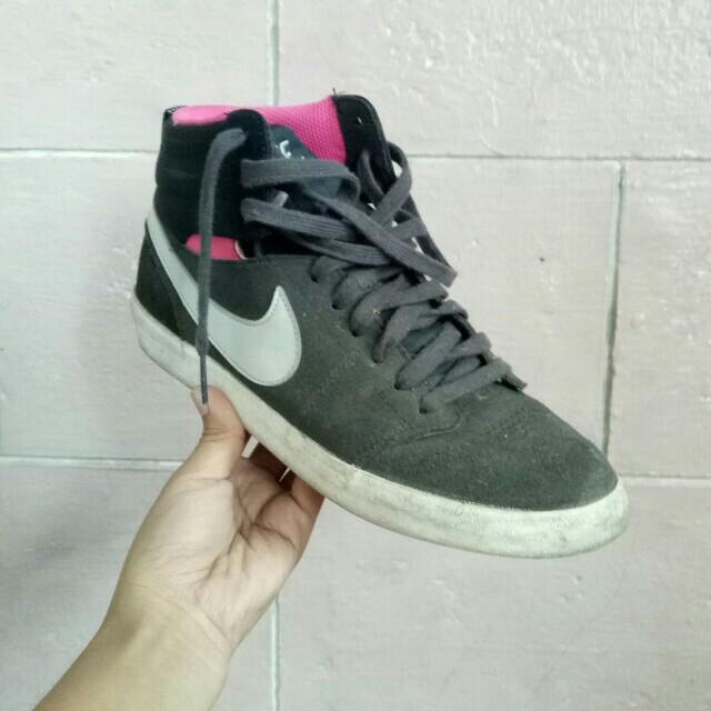 abe1896bb61b NIKE High Ankle Shoes (Black)