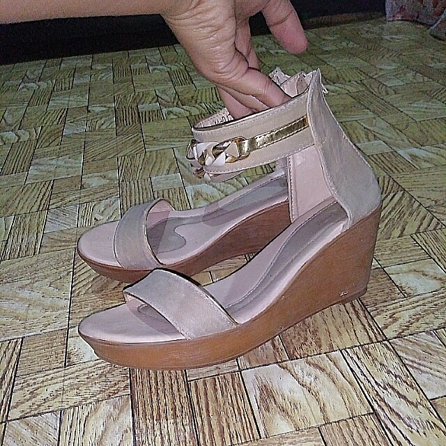 Nude Two straps wedge