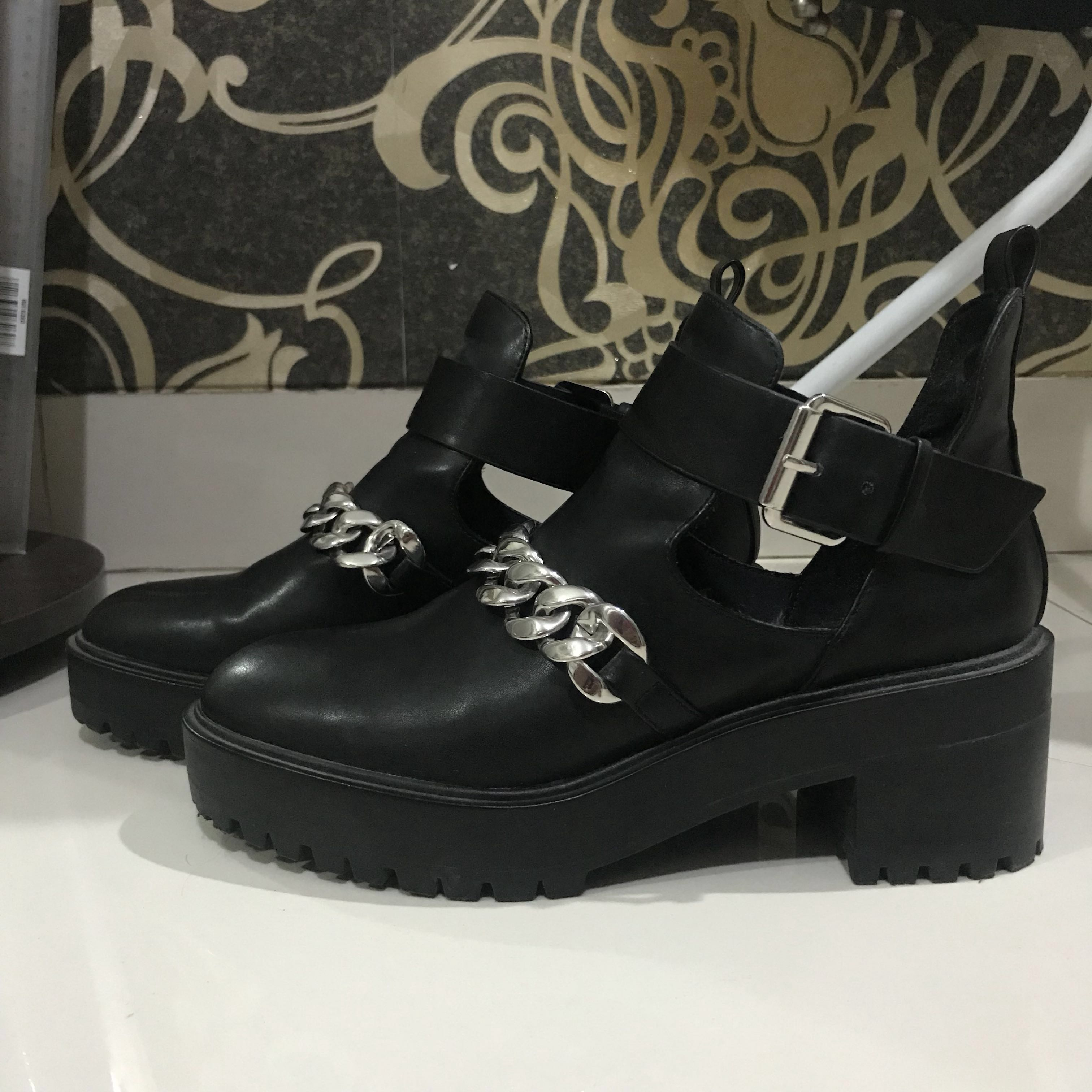 Pull And Bear Cut Out Boots With Chain / Sepatu Pull and Bear PnB P&B