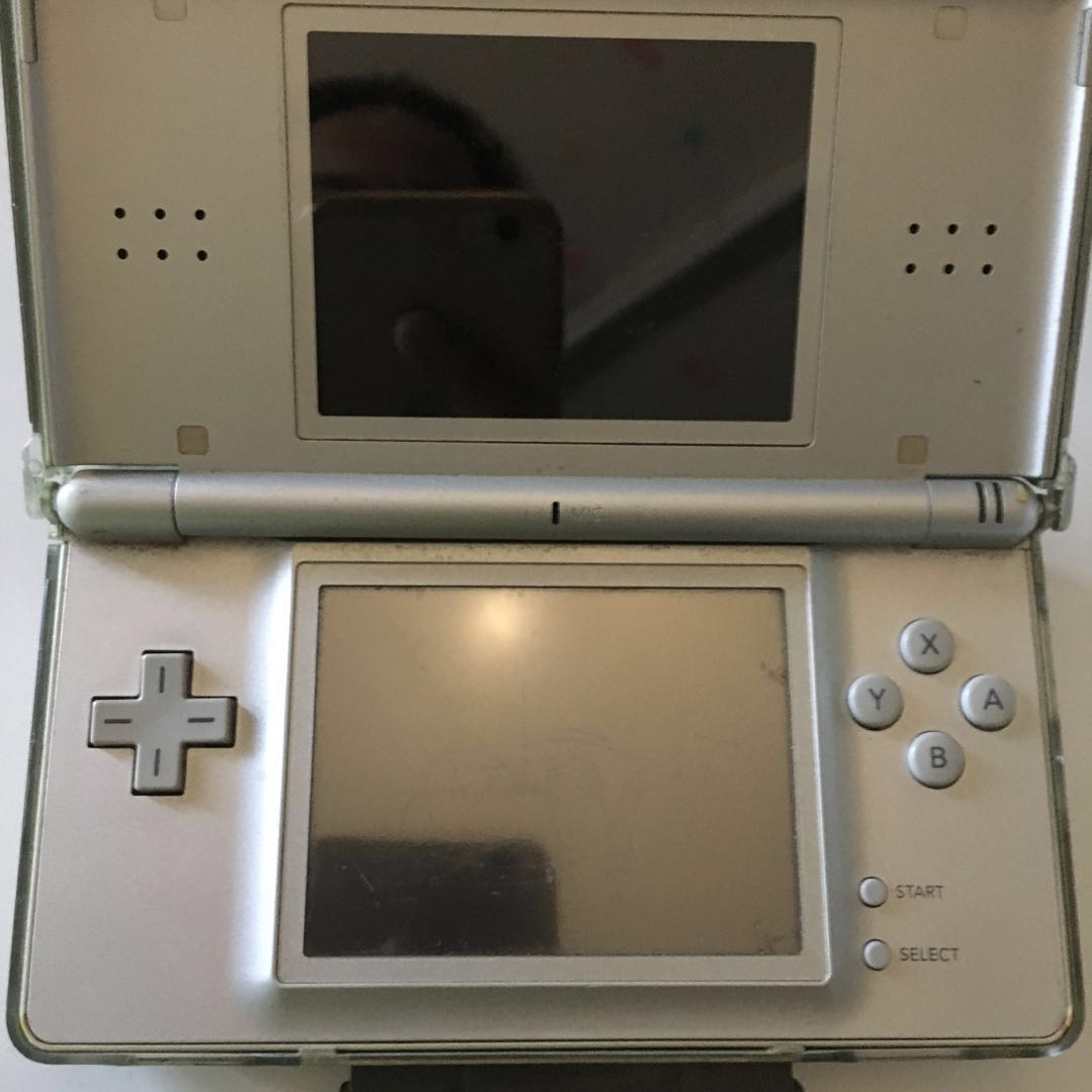 RUSH SALE ‼️ NINTENDO DS WITH PROTECTOR