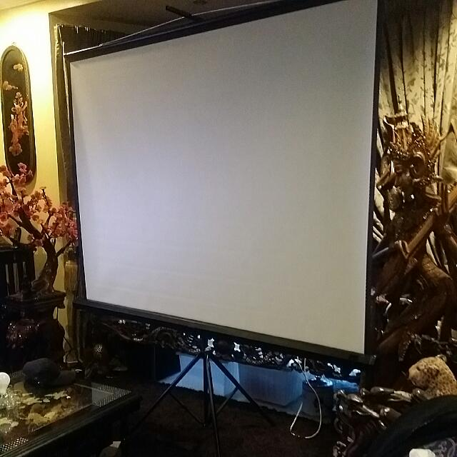 """Screen Projector  With Stand 72"""""""