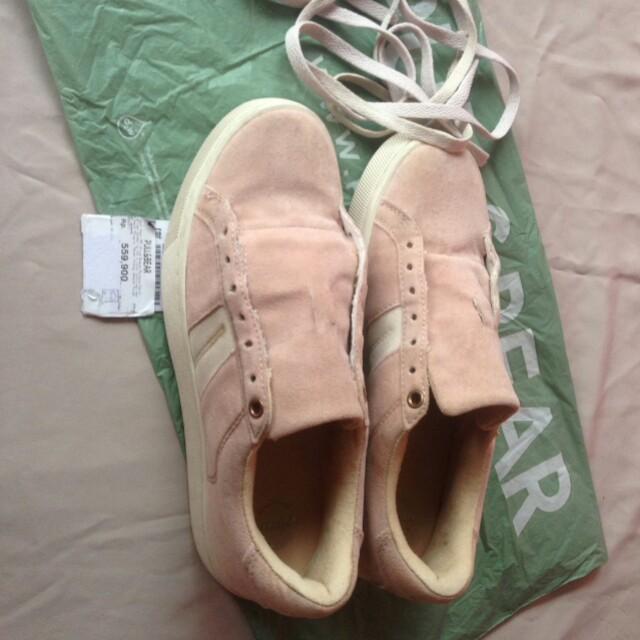 Sepatu pullandbear 8af2ecc523