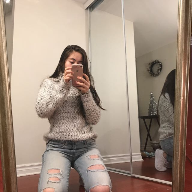 THICK WOOL WHITE TURTLE NECK SWEATER