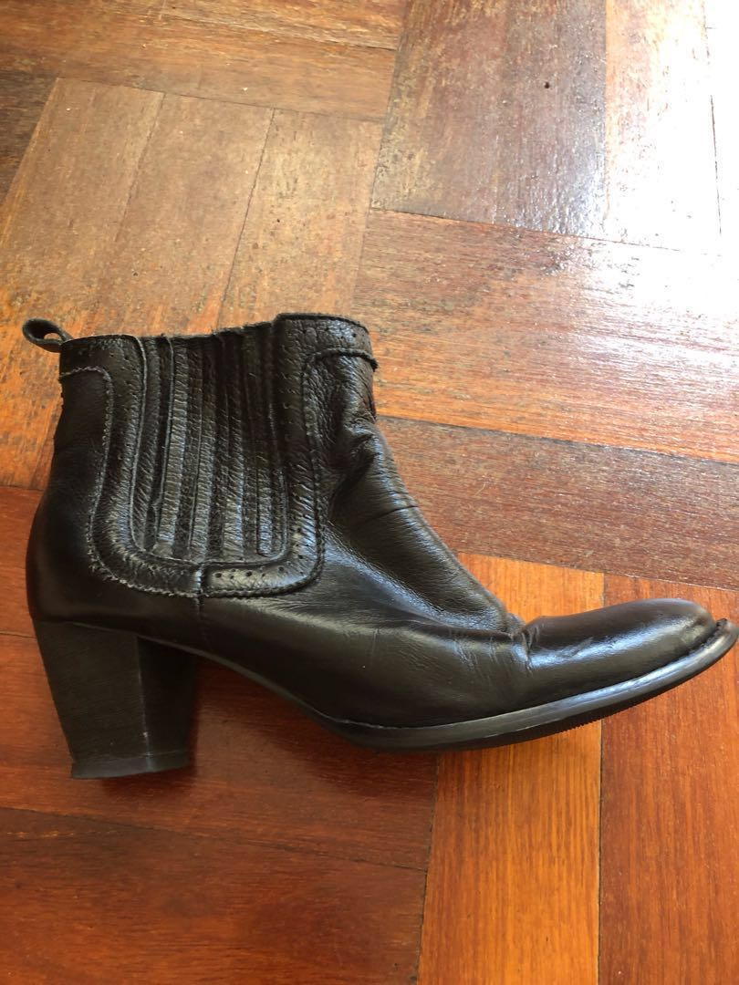 Urge black leather boots with small heel size 39