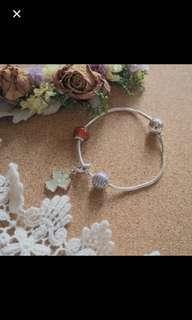 Pandora 16cm + 3 charms
