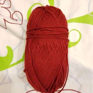 Worsted yarn brownish red