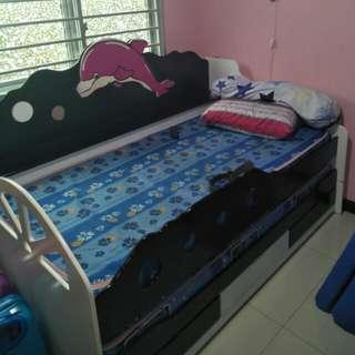 Kids bedframe and mattress