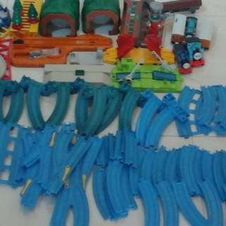 Pre-loved thomas the train - loose sets