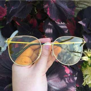 Trendy Yellow Sunnies