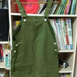 軍綠色吊帶裙