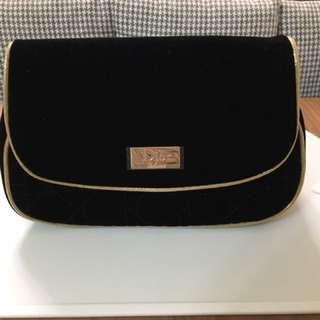 🚚 Dior黑絨菱格手拿化妝包(免運費)