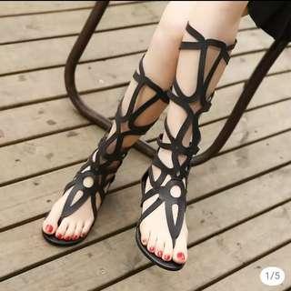 夾腳高筒鏤空涼鞋《預購》