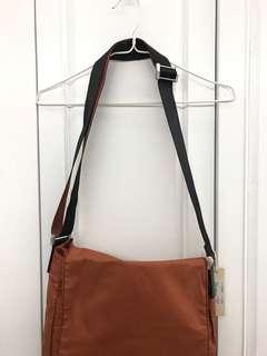 英國名牌diesel 橙色拼黑色仿皮側咩帶可較袋包bag $45 齊標吊牌 順豐到付